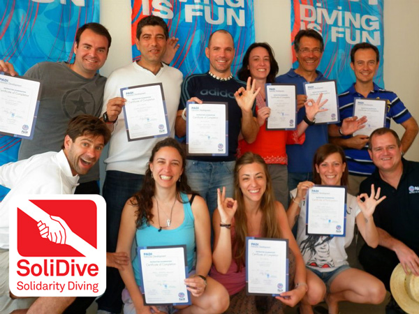 The first Solidarity Diving Instructors group obtained their PADI certificate with ZOEA.